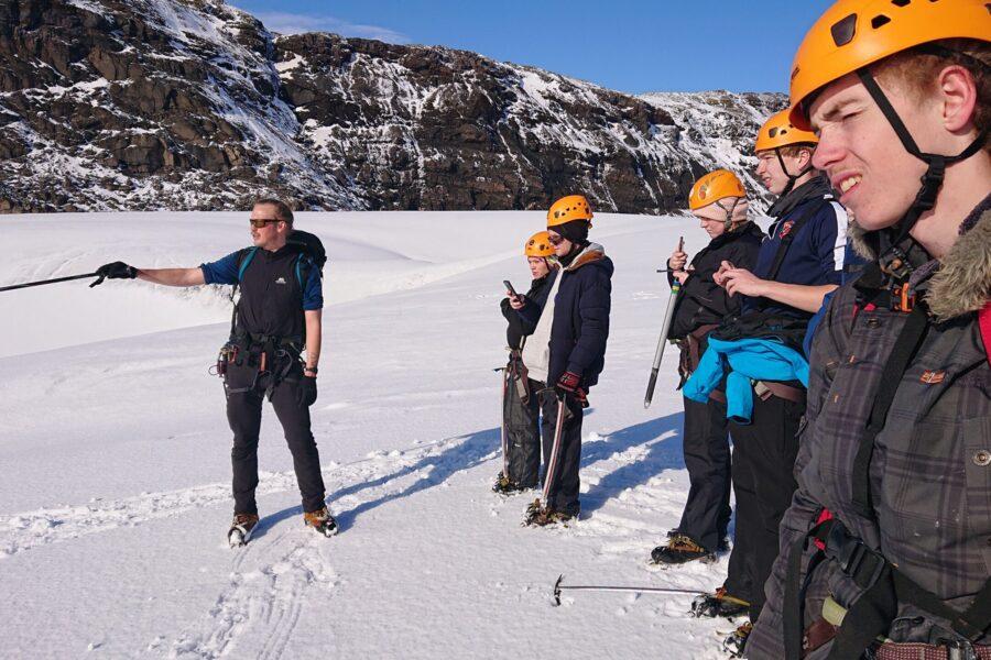 Billede af elever på tur til Island
