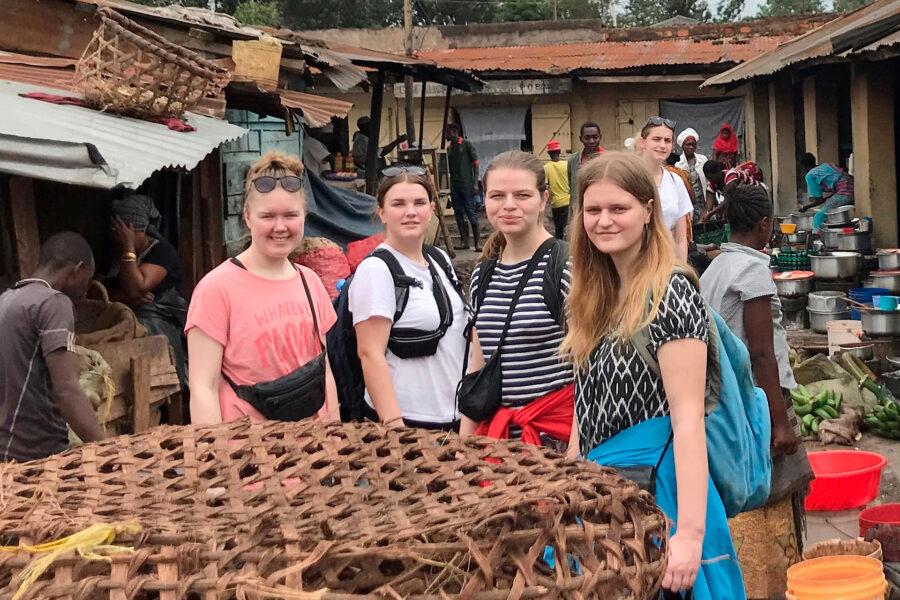 Tre piger på rejse i Tanzania